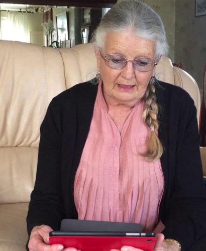 mamie avec son iPad